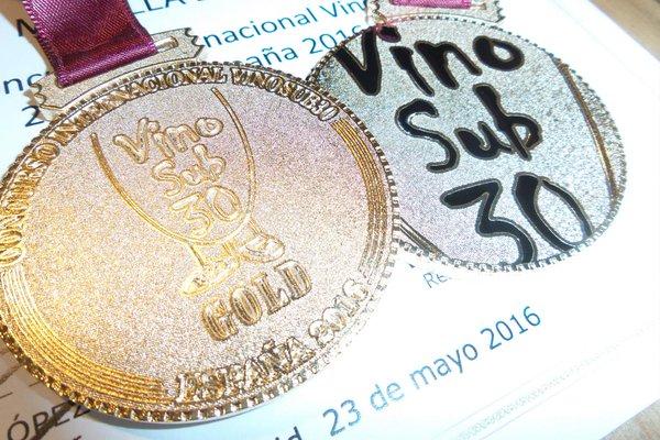 Tinto Rebel·lia 2015, Medalla de Oro en el concurso VinoSub30, cuyo jurado son menores de 30 años